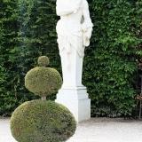 """""""Herkules schlägt die Kugel"""" Gartenskulptur in Versailles, humorvoll gesehen…."""