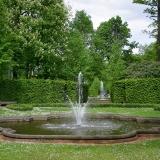 Barockes Brunnenbecken in einem Heckengarten/Boskett